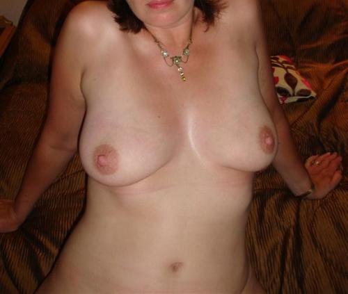 Maman avec gros seins tombants sur Toulone