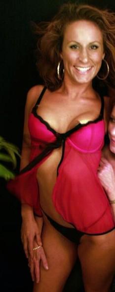 Nicole belle cougar cherche sexe sans taboo à Lyon